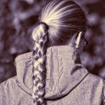 冷え性の血液不足は抜け毛と薄毛の原因!育毛対策におすすめの食品と髪の手入れ方法!